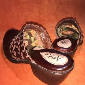 🌼CLARKS ARTISAN BROWN BRAIDED LEATHER MULE / CLOG